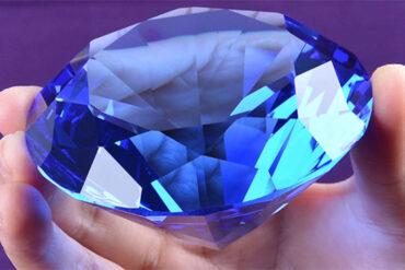 Diamante-Azul-um-simbolo-na-vida-e-no-cinema