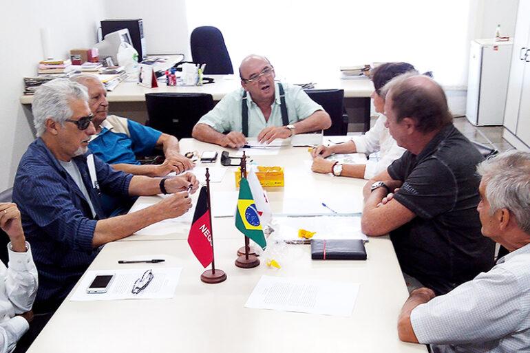 Reuniao-do-Conselho-do-Cineclube-da-FCJA-sob-a-presidencia-do-prof.-Damiao-Ramos-Cavalcanti